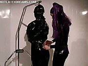 Domme in latex shaves