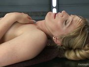Oh oh Her that babe CUMS, she is a MACHINE SQUIRTER! Mona