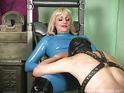 Mistress Kelly latex face sitting