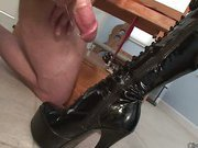 Subby cums of boot